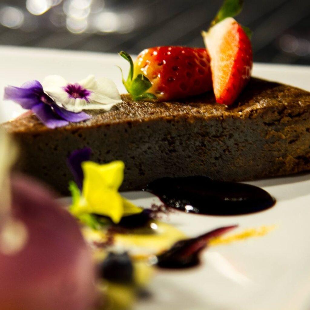 Herkullinen brownie ravintola Frejan ystävänpäiväbrunssilla 14.2.2021 Espoossa