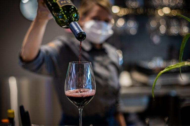 Ravintola Frejassa myös viinibaari, josta monipuolisia juomia Espoon Matinkylässä liikkuville.