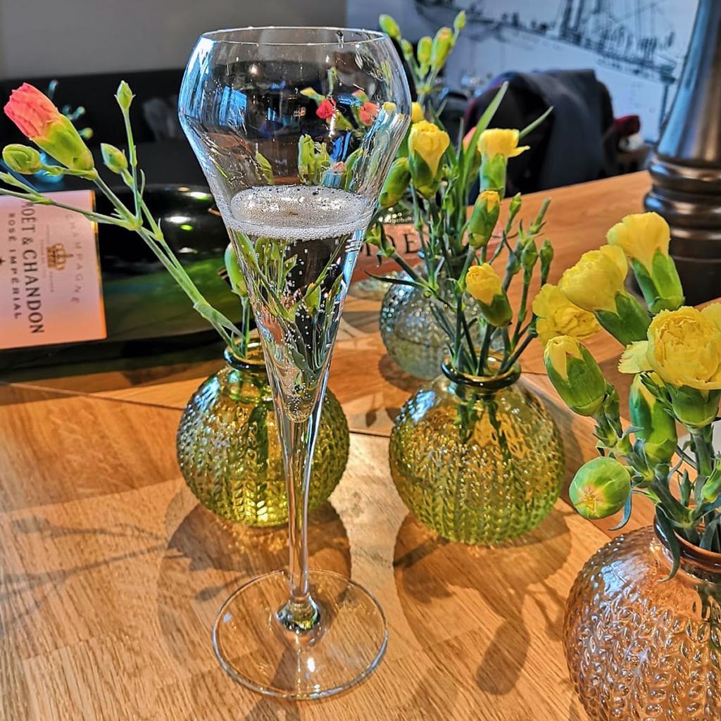 Kuohuviinit ravintola Frejan vappulounaalla Espoon Matinkylässä.