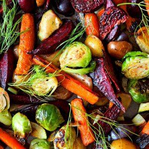 Värikkäitä kasviksia ravintola Frejan lounaalla Espoossa.